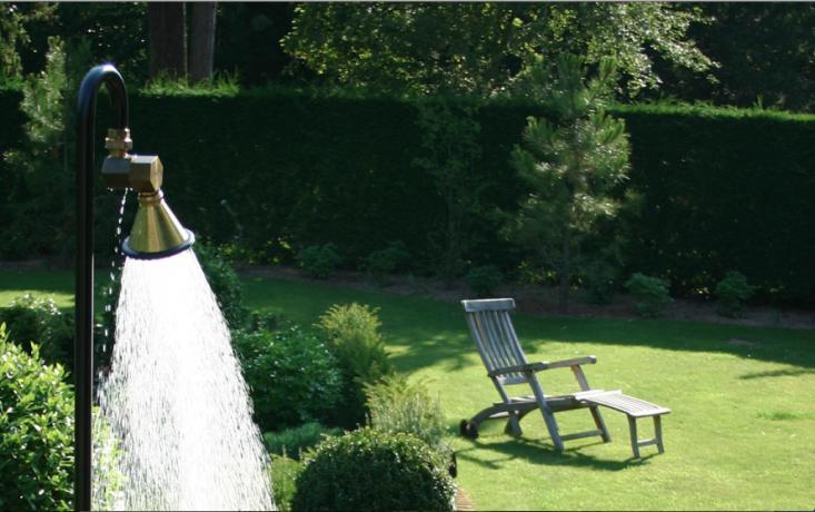 Hardscaping 101: Outdoor Showers - Gardenista