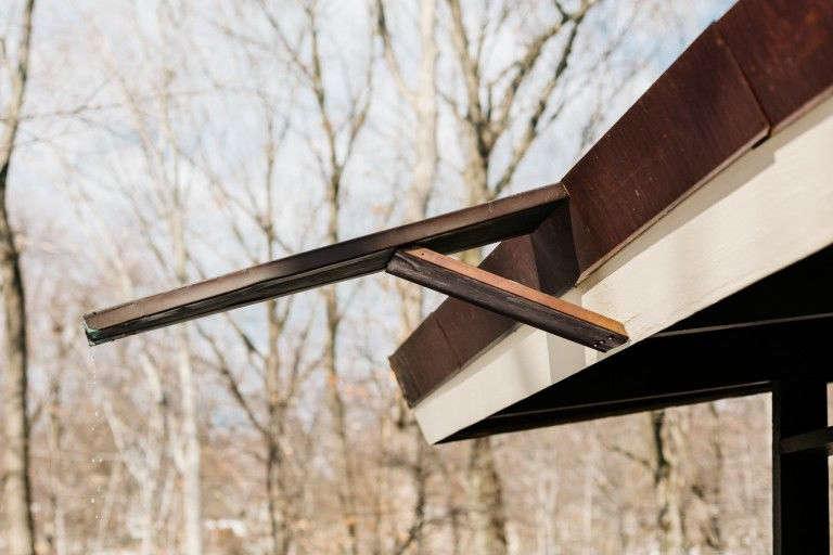 一个雨风的屋顶,从屋顶上的屋顶。布赖恩·布赖恩。啊。【RRC/NINN/NINN/NINX/NINX/207/2/NN公共卫生