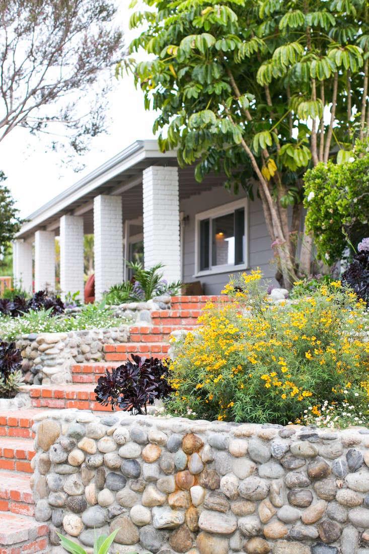 3 Malibu Garden Matthew Brown Entry Brick Gardenista
