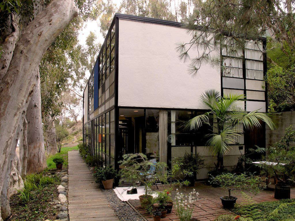 a modern garden at home with charles and ray eames in california gardenista. Black Bedroom Furniture Sets. Home Design Ideas