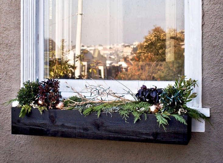看看这些圣诞树的其他装饰:在装饰的地方,雪屑。叫阿纳亚维·阿斯特。
