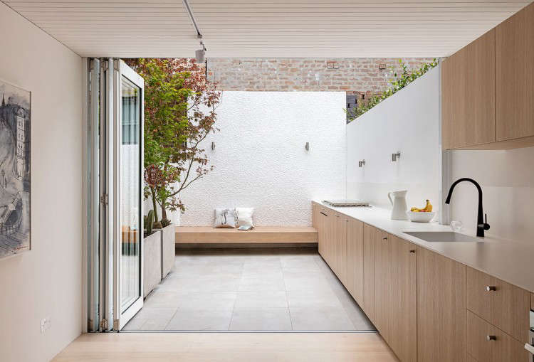 Architect Visit: An Indoor-Outdoor Kitchen in Sydney - Gardenista