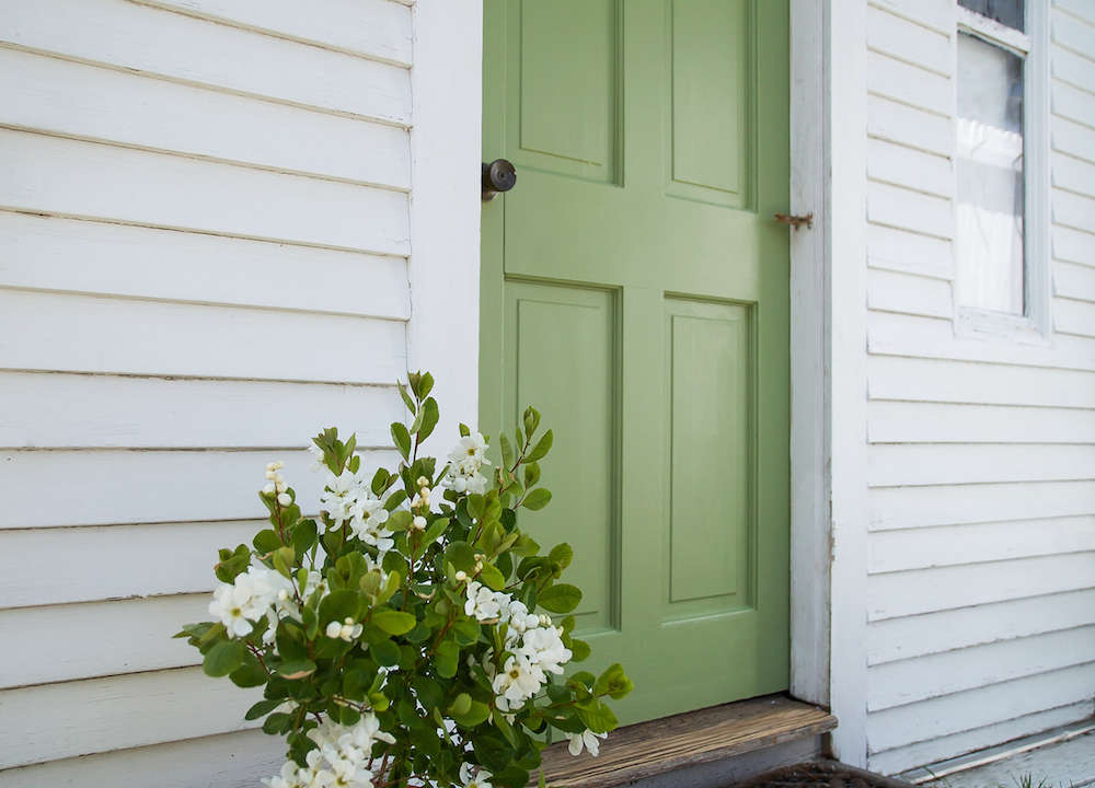 Above The cottage\u0027s mustard yellow door needed a refresh. & A Spring Green Door on Cape Cod with Farrow \u0026 Ball Paint - Gardenista