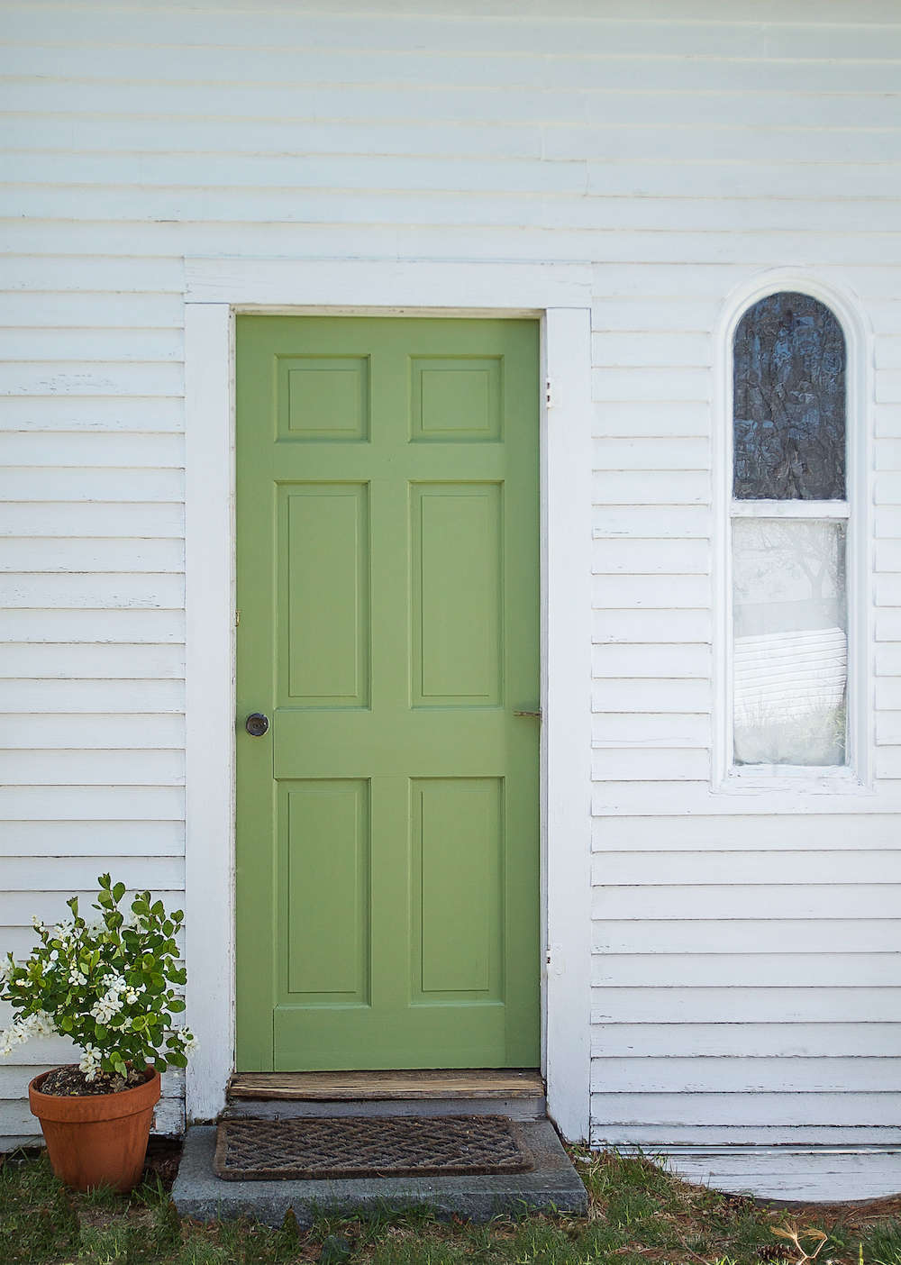 A Spring Green Door On Cape Cod With Farrow Amp Ball Paint Gardenista