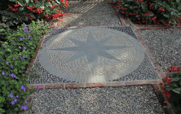 mosaic-pattern-hardscape-janice-parker-gardenista