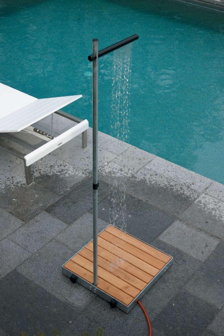 10 Easy Pieces: Freestanding Outdoor Showers - Gardenista