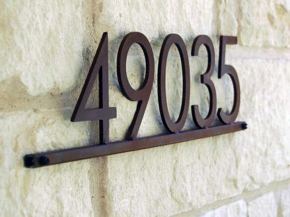 4592ec0e25c house-number-plaque-modern-gardenista-e1465518326257-584x438.jpg