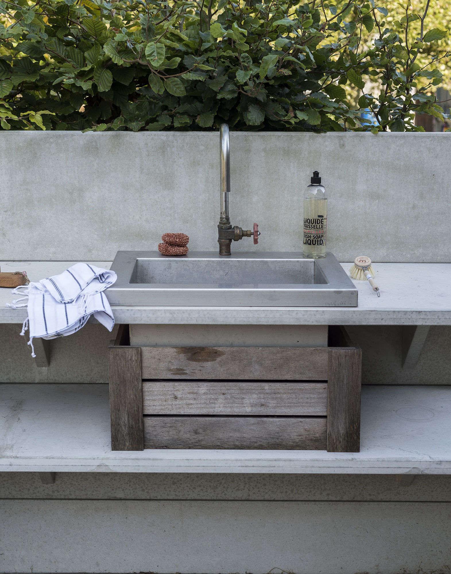 10 Easy Pieces: Outdoor Work Sinks - Gardenista on Outdoor Patio Sink id=35910