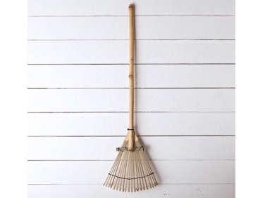 bamboo-gravel-rake-1-gardenista