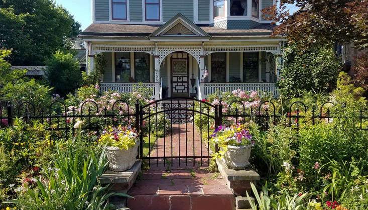 Exceptionnel Buffalo Front Garden Curb Appeal Facade Victorian Iron