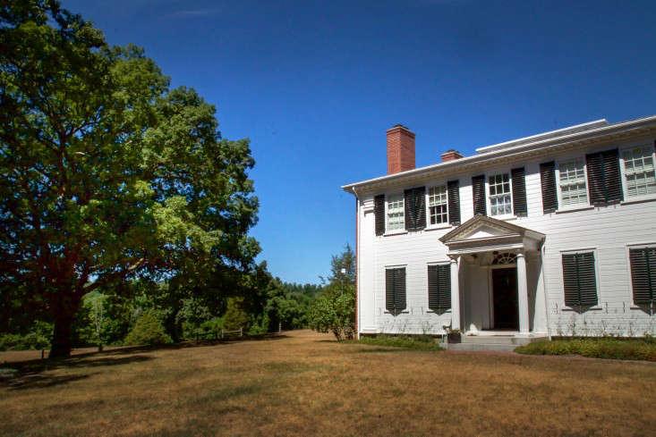 Concord Garden, house front, Gardenista