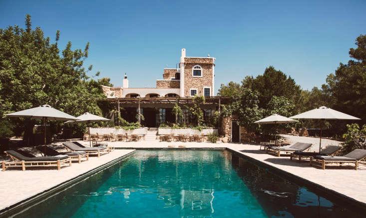 hotel-La-Granja-ibiza-swimming-pool-gardenista