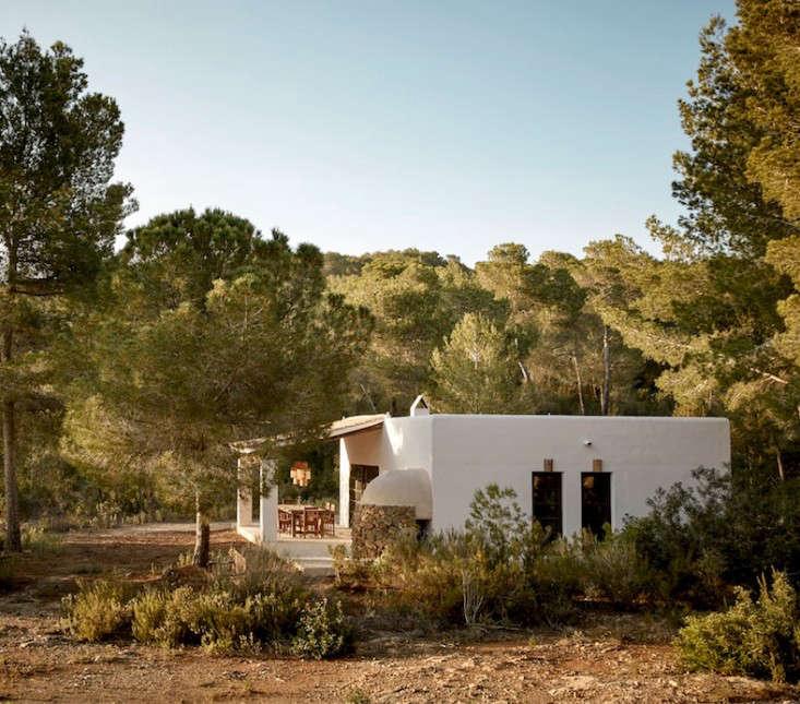 hotel-La-Granja-ibiza-white-washed-cottage-gardenista (1)