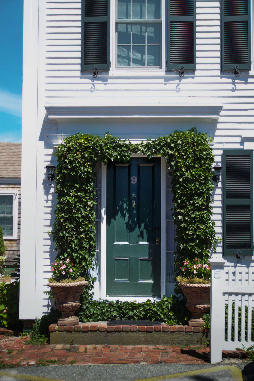 10 Ideas to Steal for Gardens of Ptown, ivy door frame, Gardenista