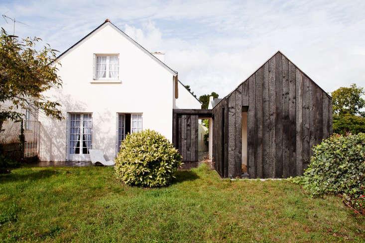 charred-cottage-gardenista-NeM_MAISON BOIS BRULE_VUE FACE