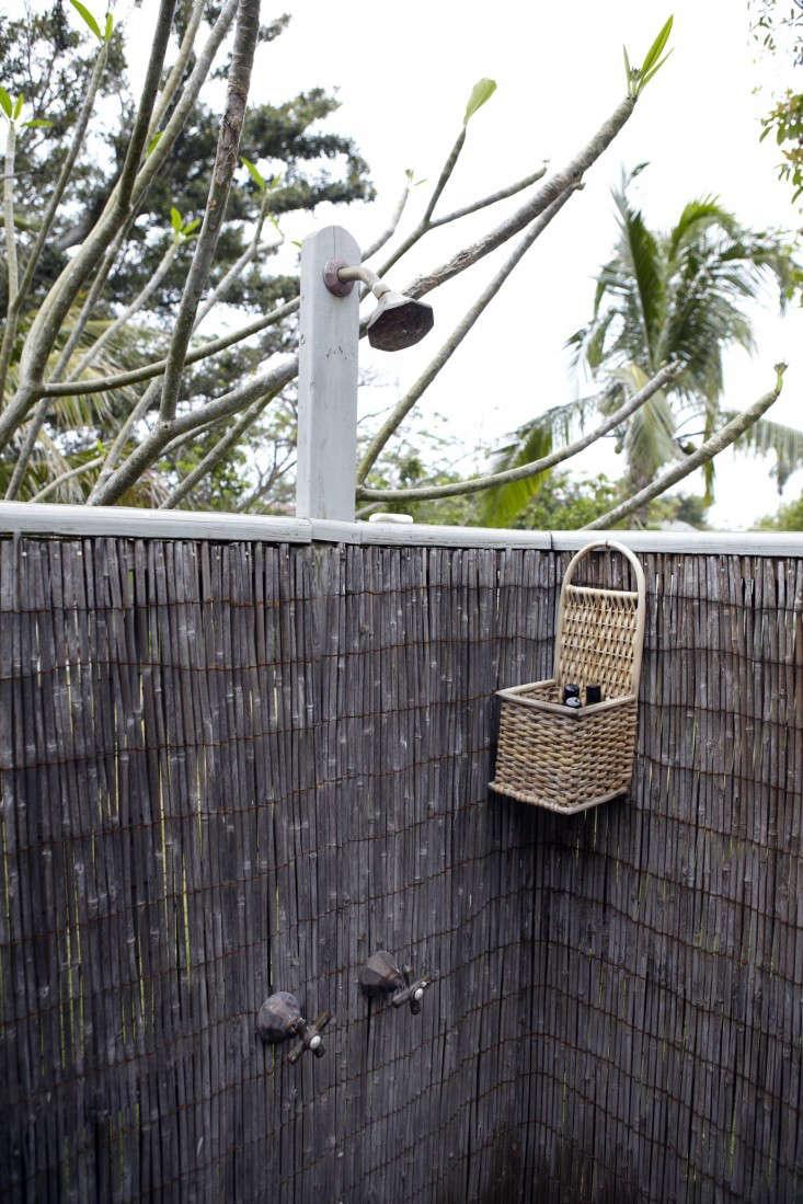 tom-scheerer-cottage-kitchen-harbour-island-bahamas-9-remodelista-gardenista