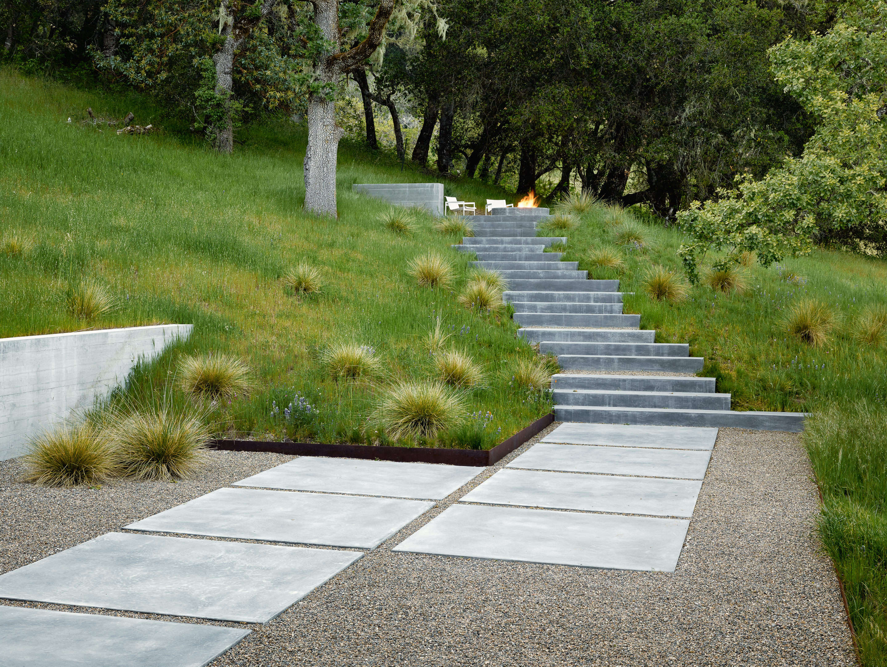 Landscape Architect Bernard Trainor Chose U201cSierra Tanu201d Gravel To Temper The  Bright Sunlight In