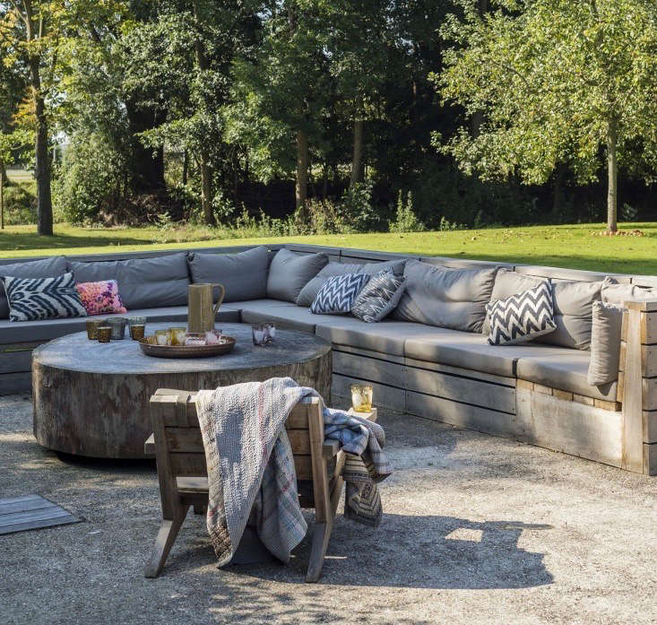 built in seating - Garden Design Trends 2017
