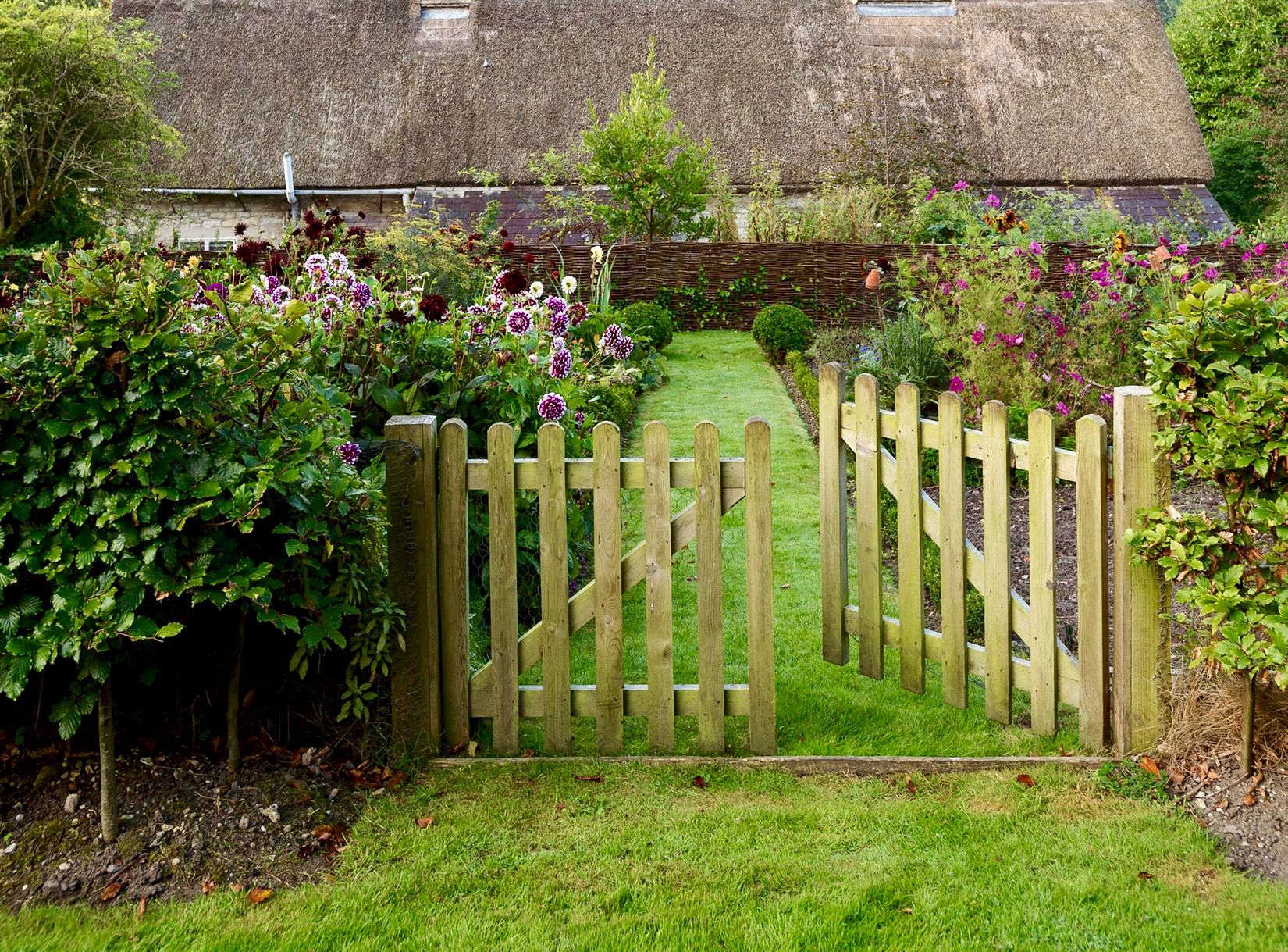 fences and gates on gardenista