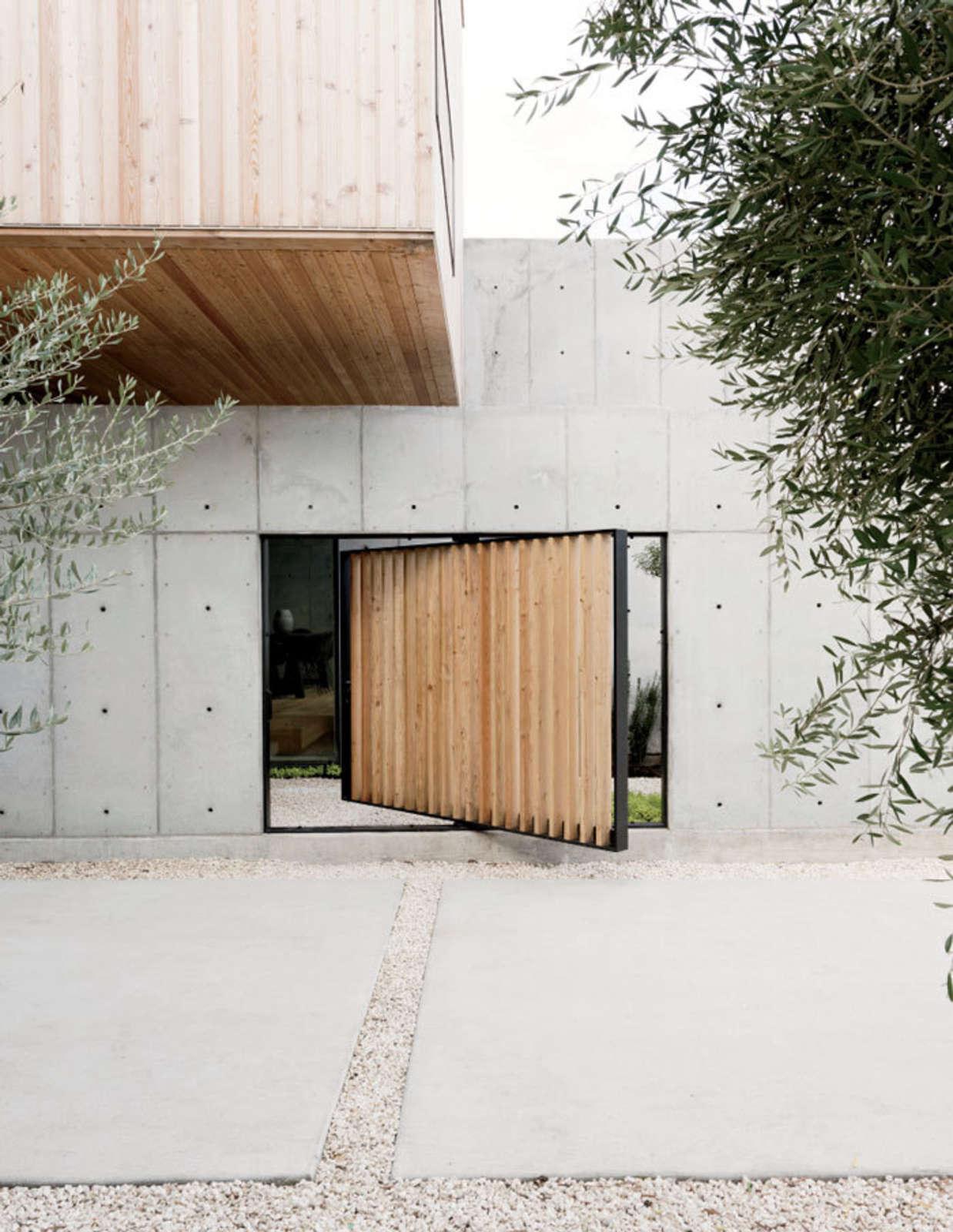pivoting courtyard door robertson design