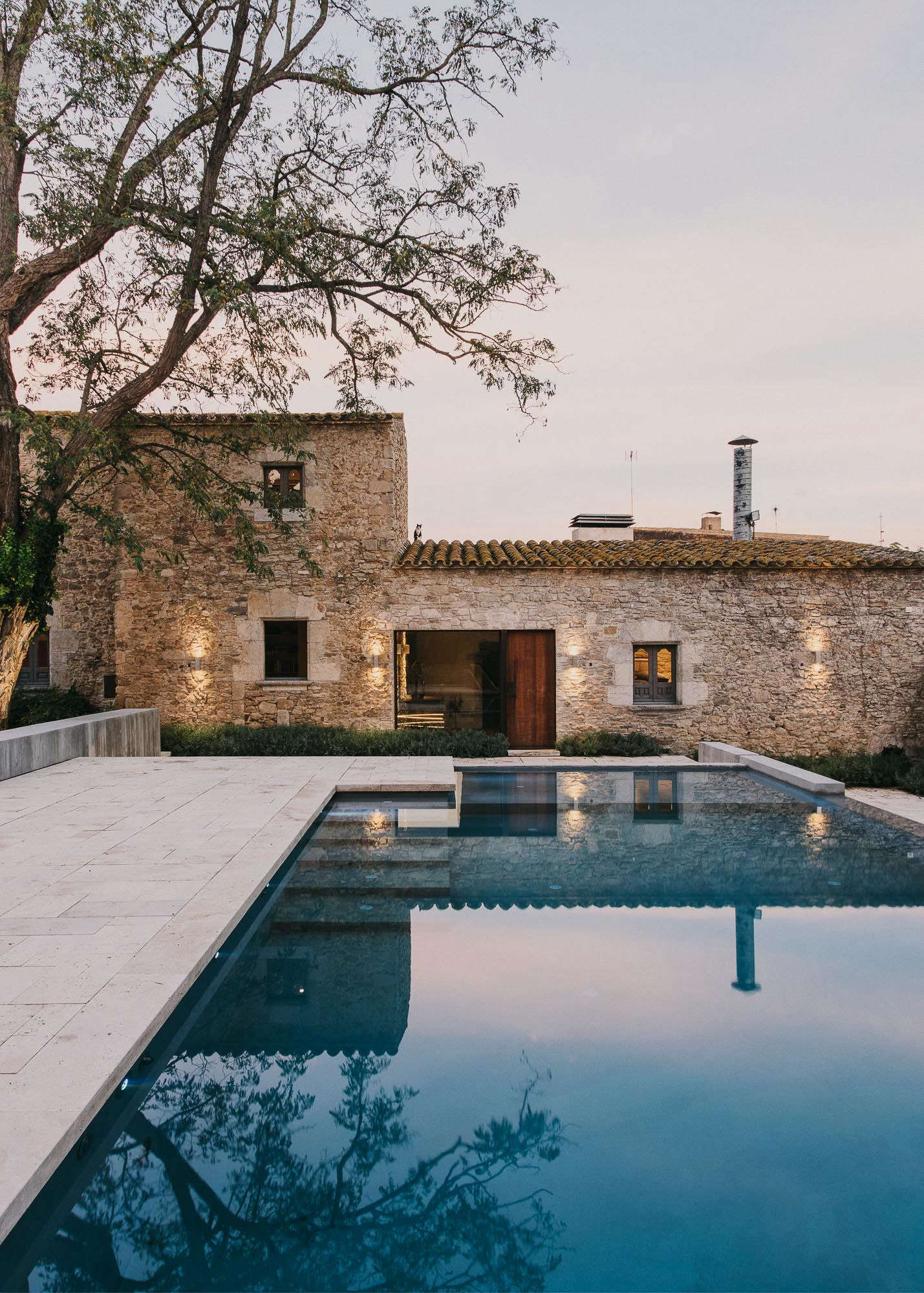 A 10th Century Castle Swimming Pool Of The Week: A Modern Infinity Pool For