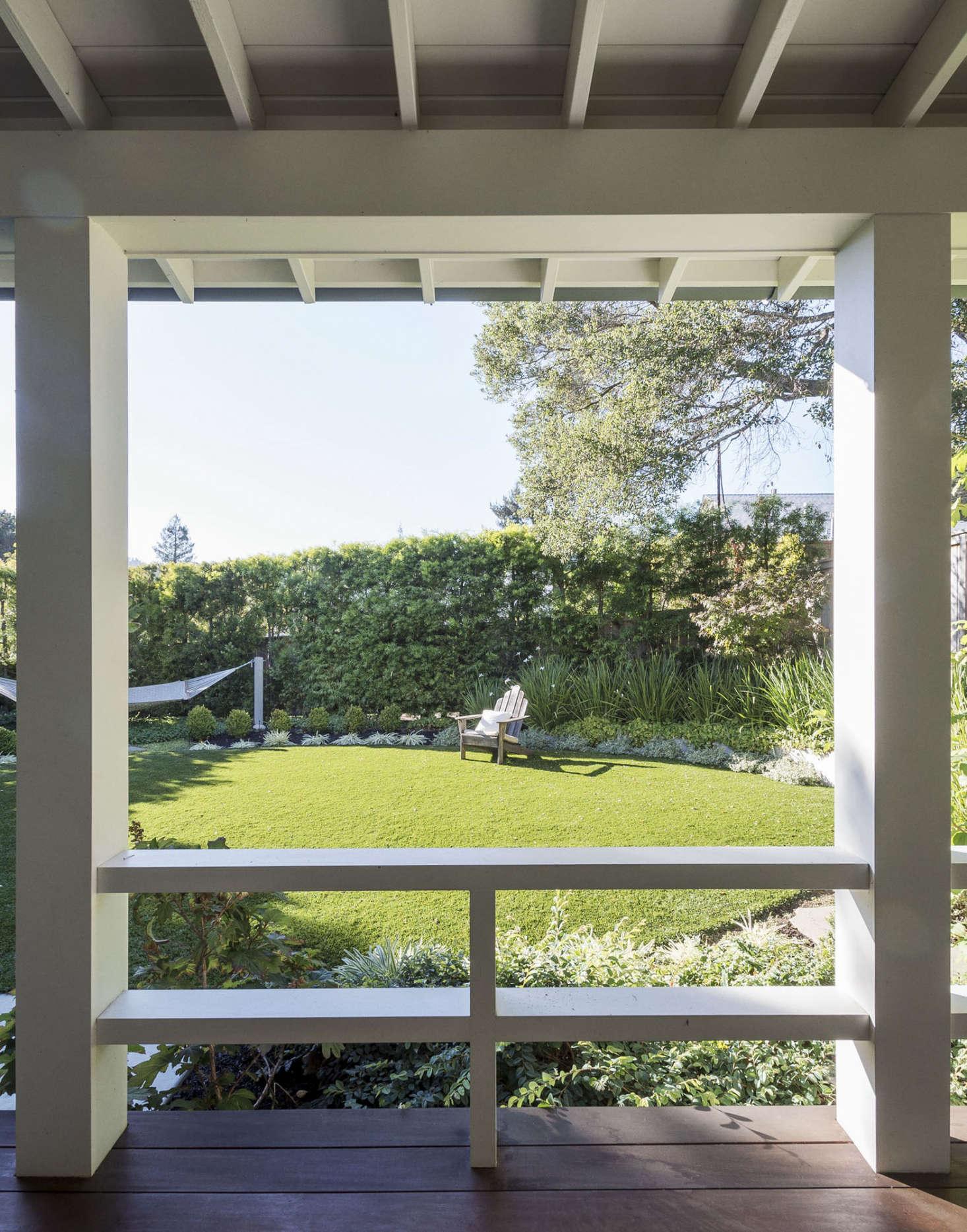 一条绿色花园,把绿色花园和绿色花园的地板上看到了一条旧的草坪。在加利福尼亚的加利福尼亚,加州的水,用了一条植物。