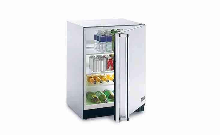 来自索尼·温特斯,有一台空调,还有一台冰箱,灯光照明