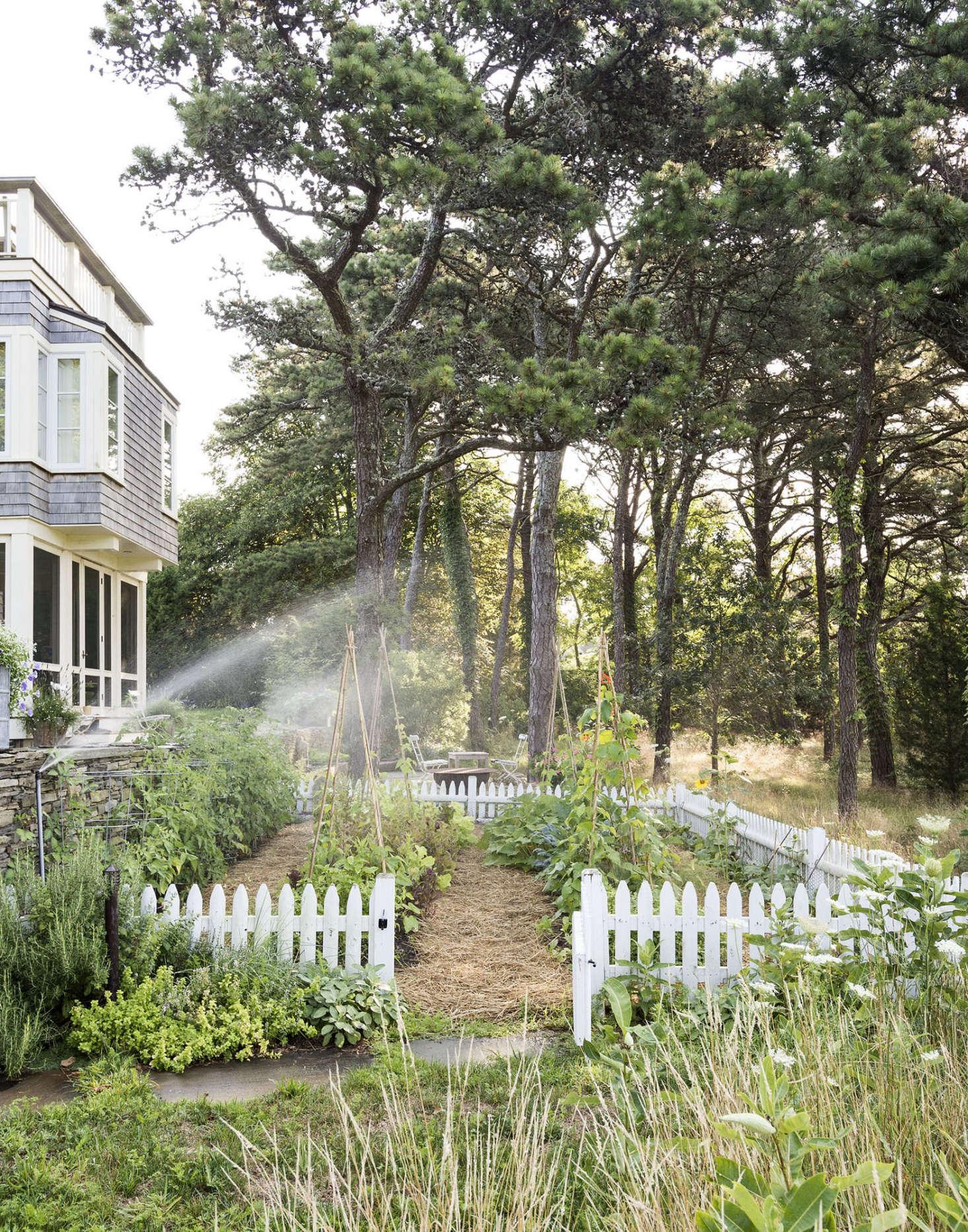 Curb Appeal 7 Favorite Picket Fences Gardenista