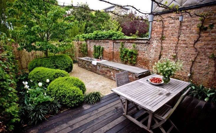 The Cult Of The Courtyard 10 Backyard Ideas For Small