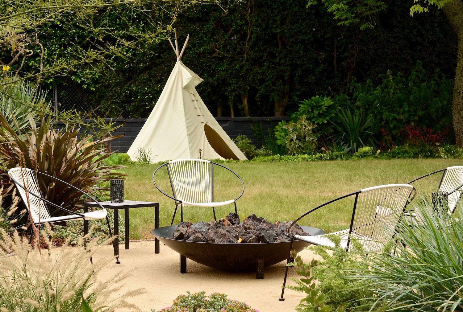 Landscape Design: 10 Tips for Adding a Fire Pit, from Judy Kameon ...