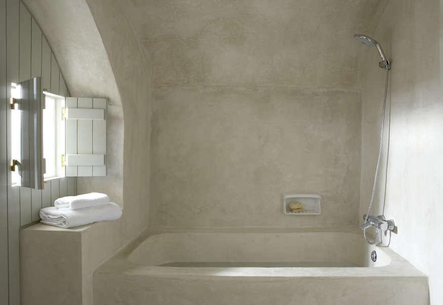 A tadelakt bath, as seen inVilla Fabrica: Serenity in Santorini.