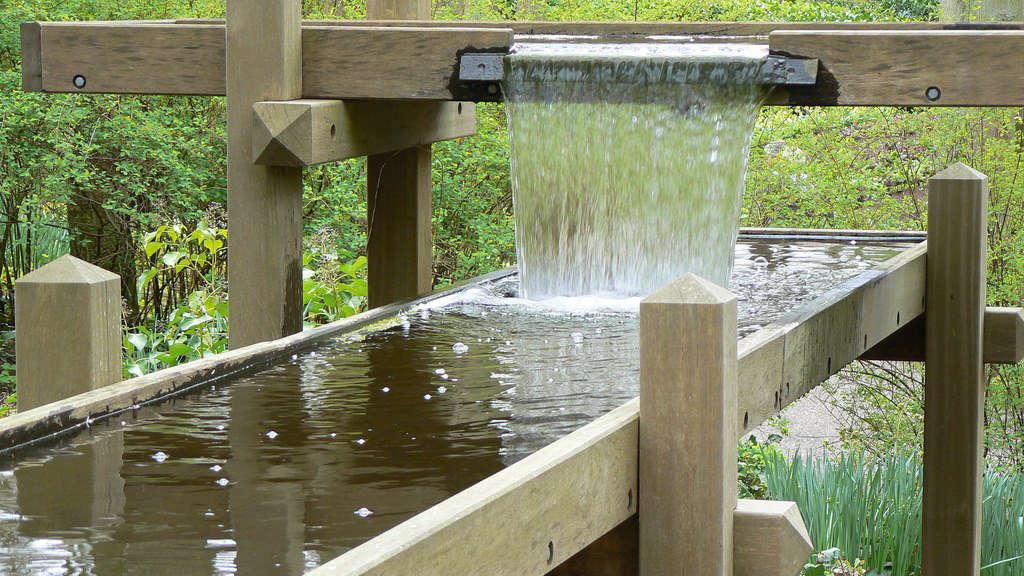 在一个水上公园的水水室。从阿姆斯特丹的体育馆里,花园里的花园,在花园里,一个蒸汽的地方,在荷兰的吉祥物上。来自M.M.M.M.M.M.M.M.M.MiMien的照片。