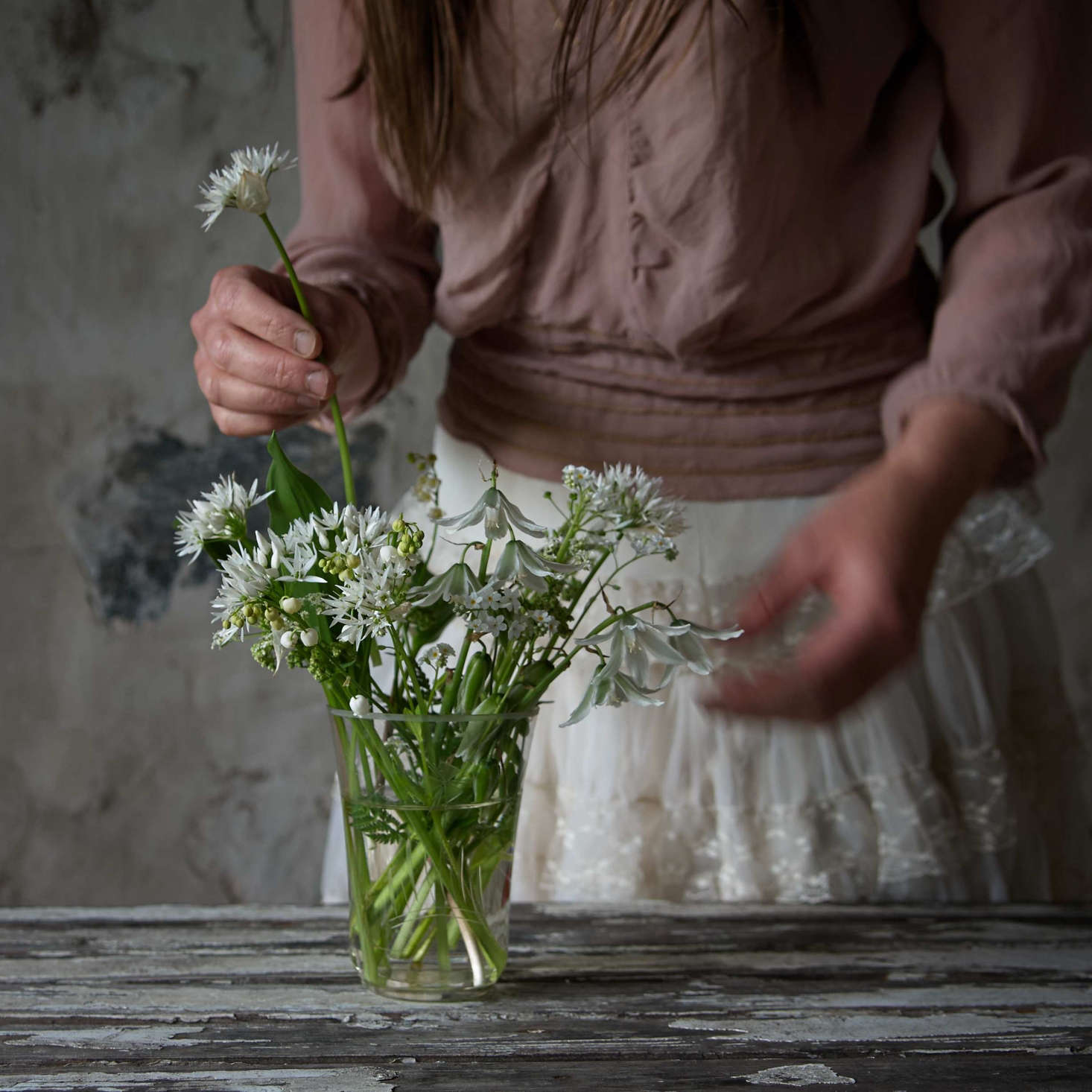 A white arrangement of drooping star-of-Bethlehem, ramsons, lily of the valley, white forget-me-not, and cow parsley, was plucked from the woodland near Juliane&#8