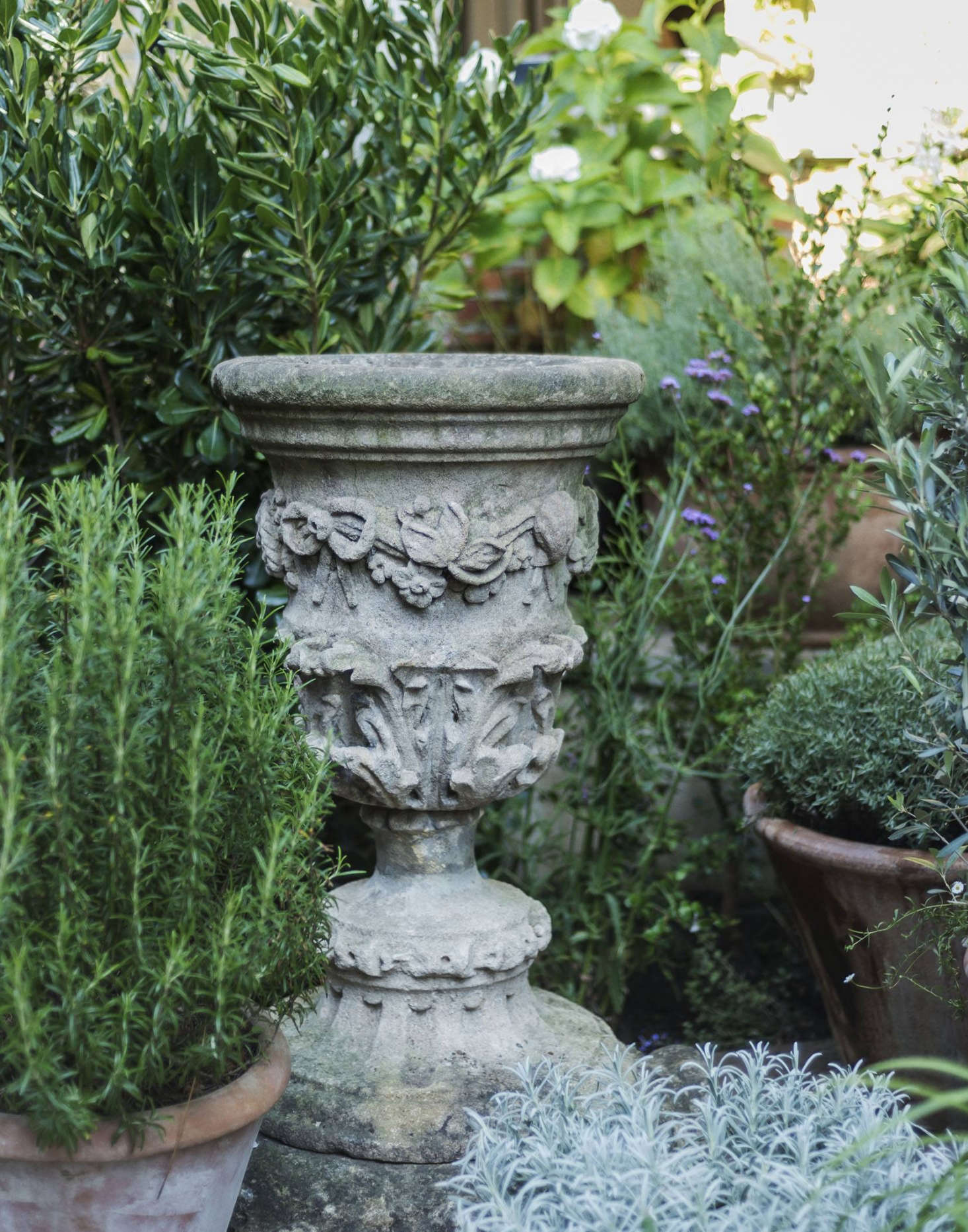 The carved stone pedestal? Uniacke hasa passion for rare antiques, and is known for her uncanny ability to discover them. During the course of the renovation, whenever she found a piece she especially liked she'd put it aside for her garden.
