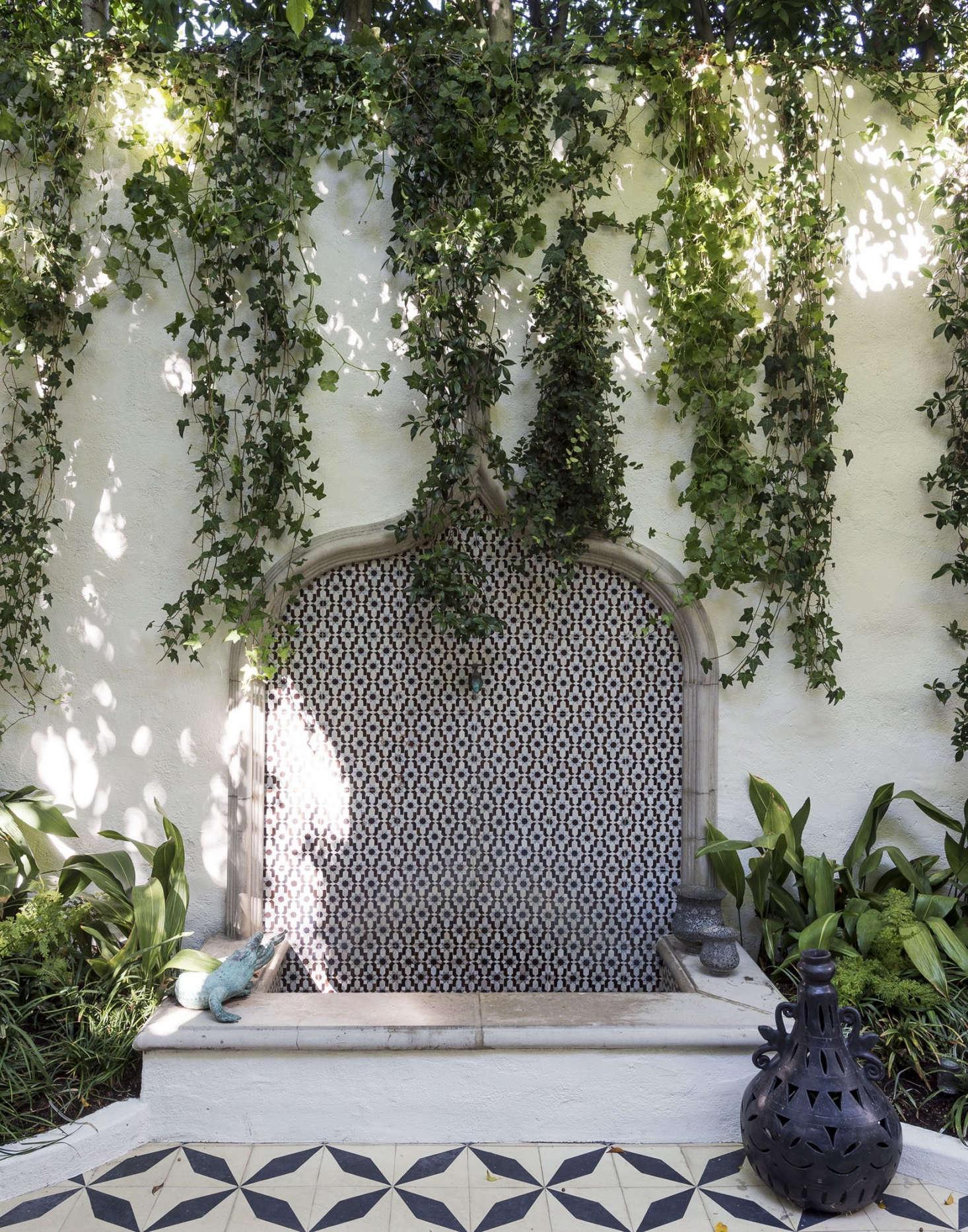 在圣何塞的设计师和乔治西里的主子,一起,在一起,在埃及的草坪上,他们在设计了一个小天使,设计了一个小的绿色革命