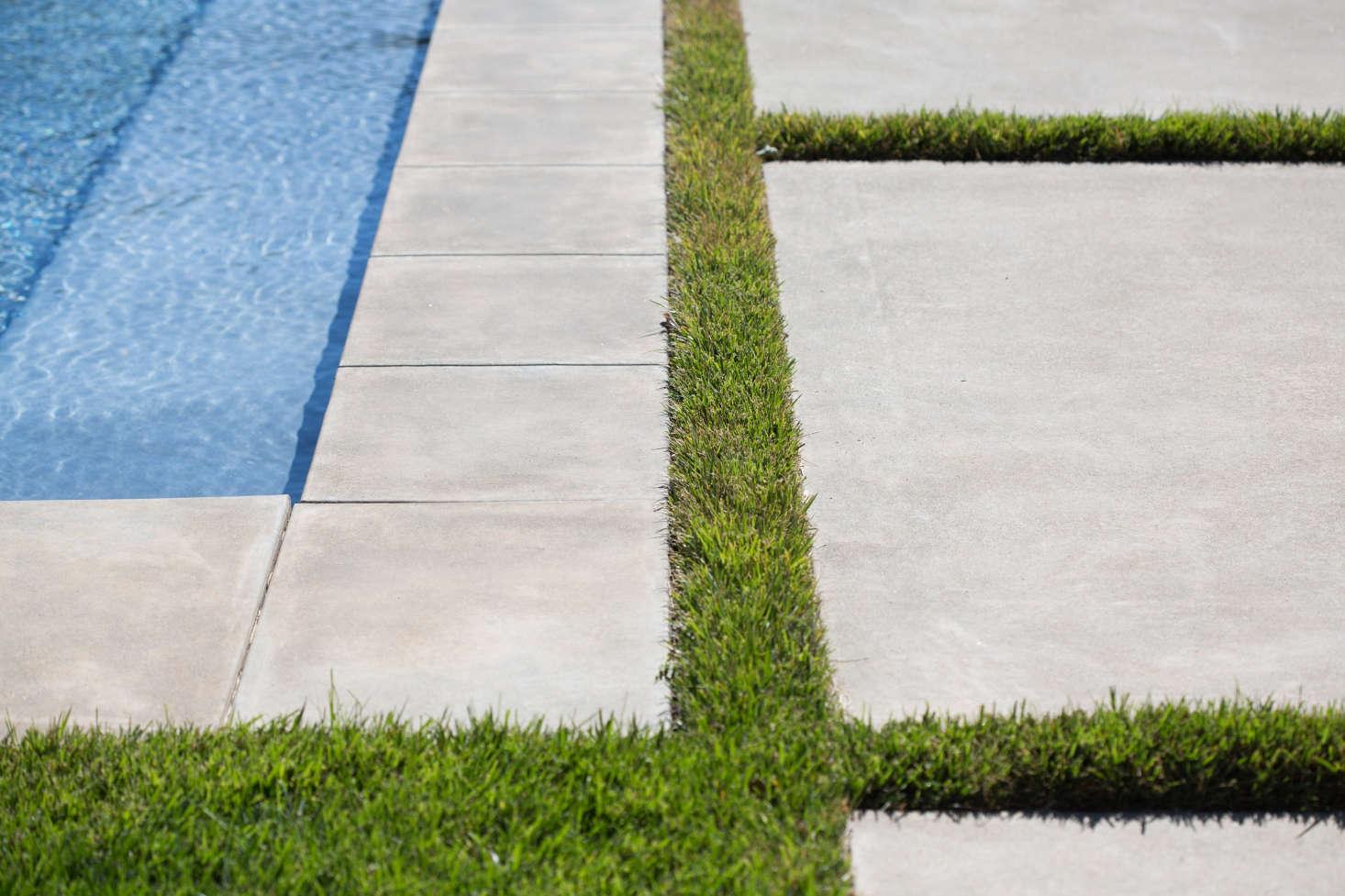 在泳池里洗澡,游泳池在泳池里布置了一件事,然后