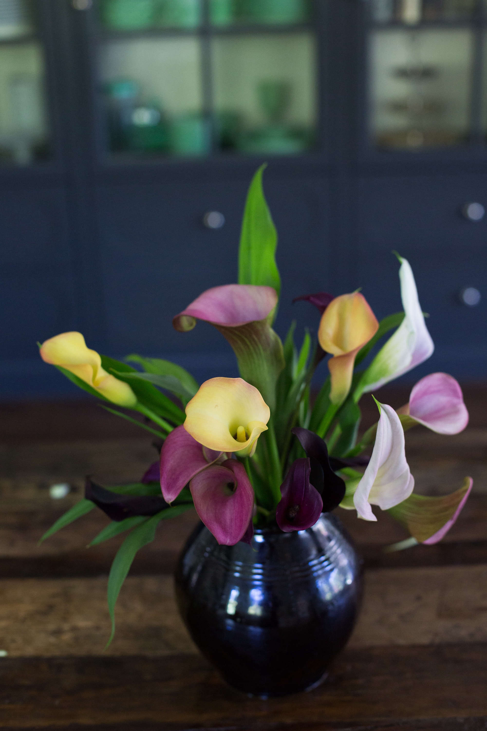 Calla lily rethinking a bridal bouquet flower gardenista calla lilies were go to wedding flowers even before cornelius vanderbilts great great granddaughter consuelo got married in 1926 in her familys fifth izmirmasajfo