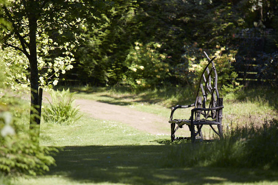 混合家具可以融入大自然的环境。从花园来看,从维维诺家族的另一种土地上,从英国的土地上得到了。来自维特纳·维斯顿的照片。