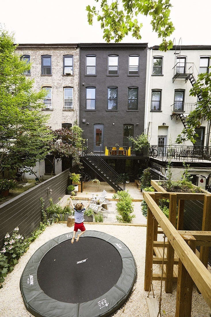 Best Outdoor Living Spaces best outdoor living space 2017: a brooklyn backyard in black