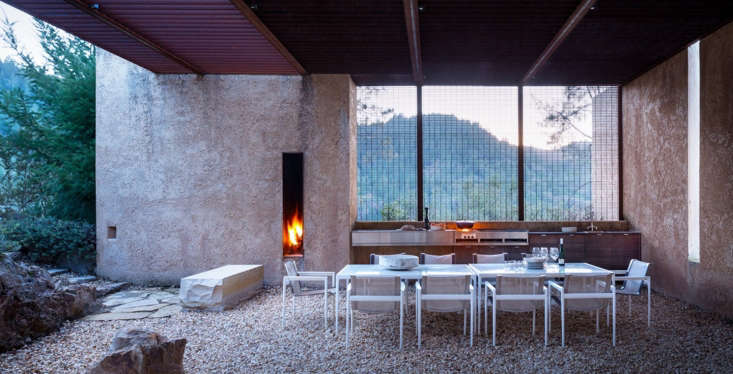 Beyond The Barbecue 14 Streamlined Kitchens For Outdoor