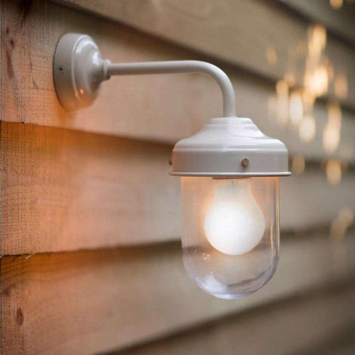 Barn Light On Post: 10 Easy Pieces: Barnhouse-Style Outdoor Lighting