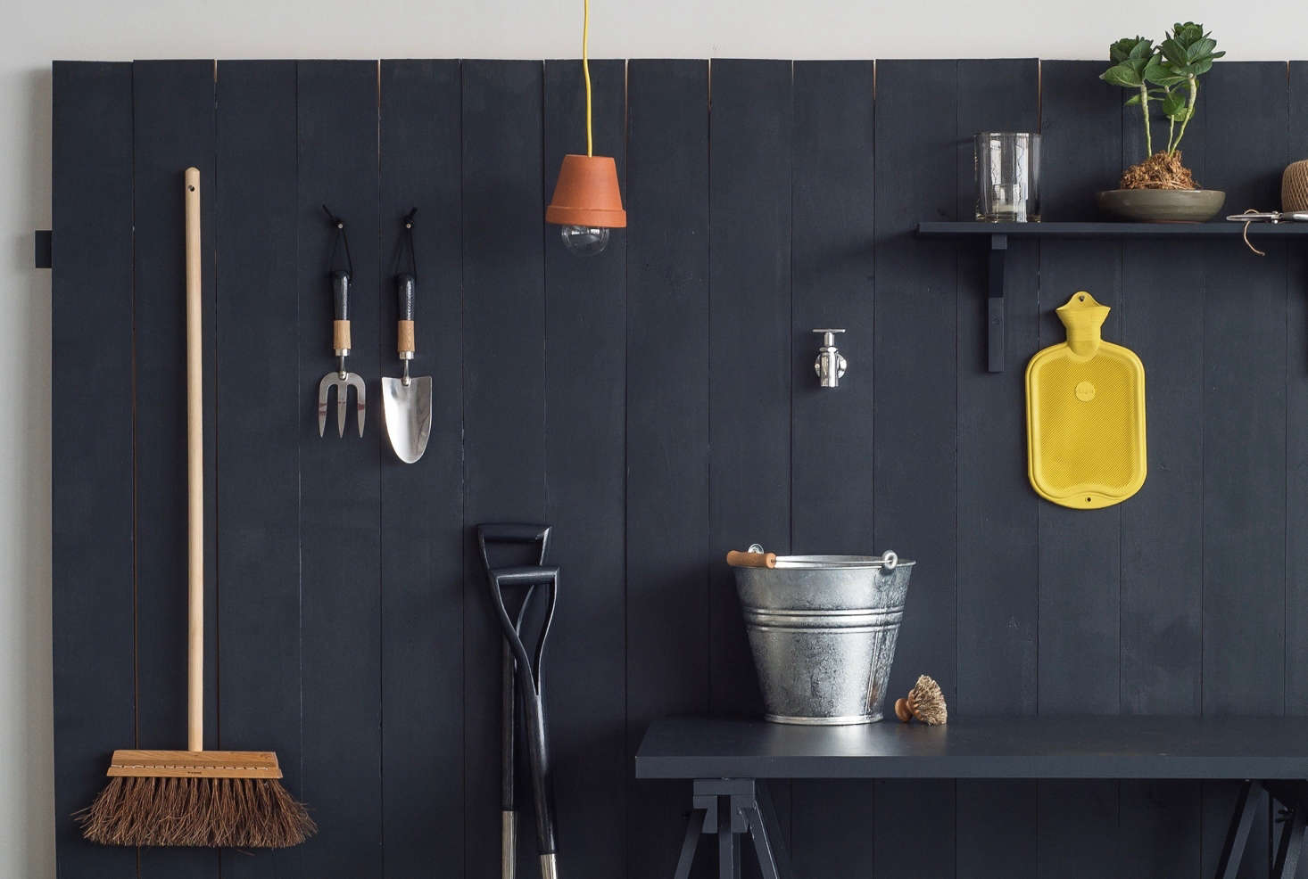 Stylish and practical, the flowerpot pendant light is one of 10 easy DIY projects in our Gardenista book.
