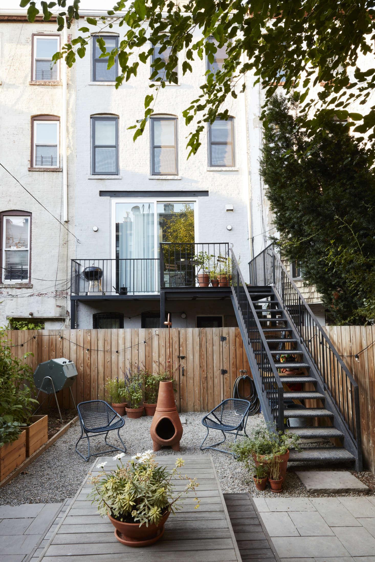 这个建筑的小木屋,一间建筑,还有一台黑色的,还有一台,还有一台摇滚,还有,夏天的灯罩和罗拉·巴斯·伍拉·伍拉。花园是雪松的一张装饰,在花园里,是一张裙子,在巴黎的草坪上,被称为布拉德伯里的圣芭芭拉。