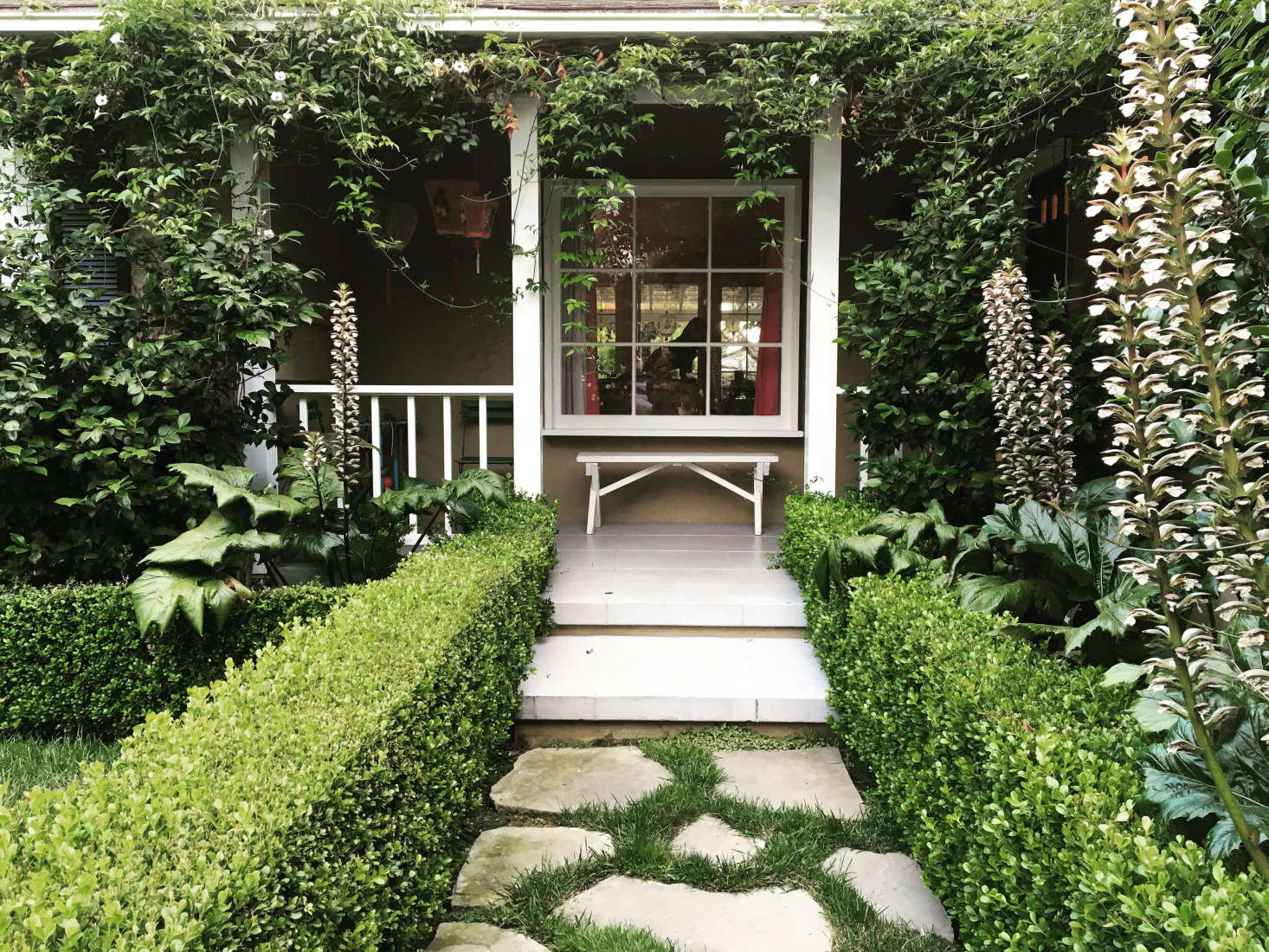 10 Ideas To Get The Groovy L A Look From A Top Garden Designer