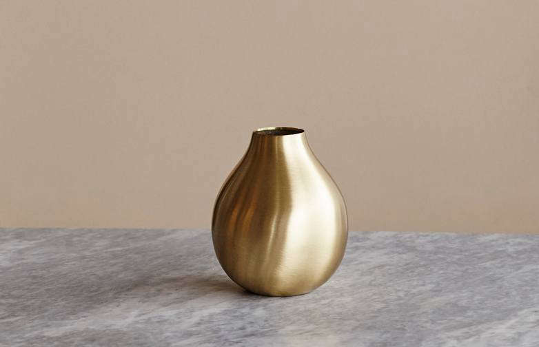 The New Glamour 10 Brass Vases For Candlelit Holidays Gardenista