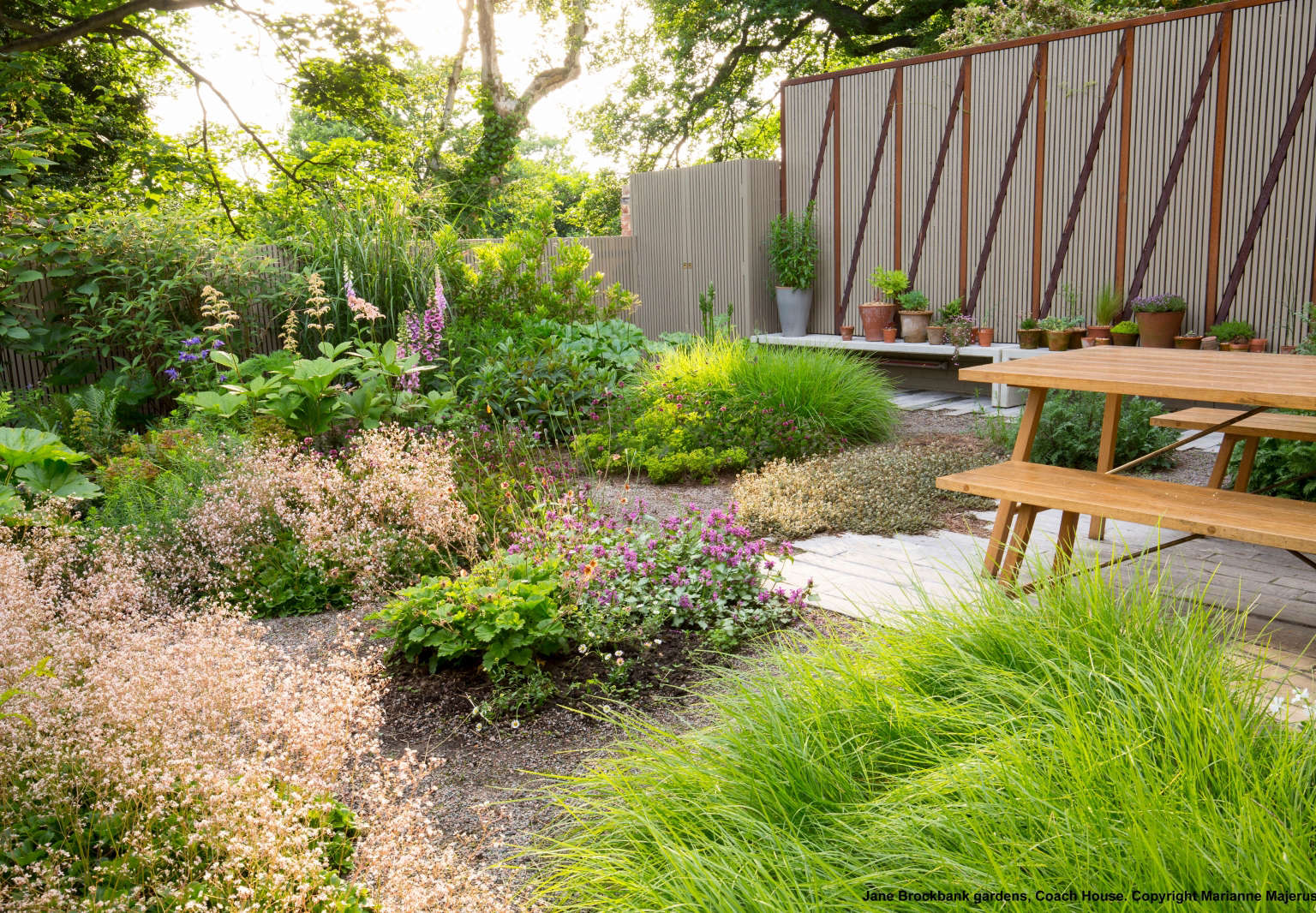 9 Ideas to Steal from Britain's Up-and-Coming Garden ...