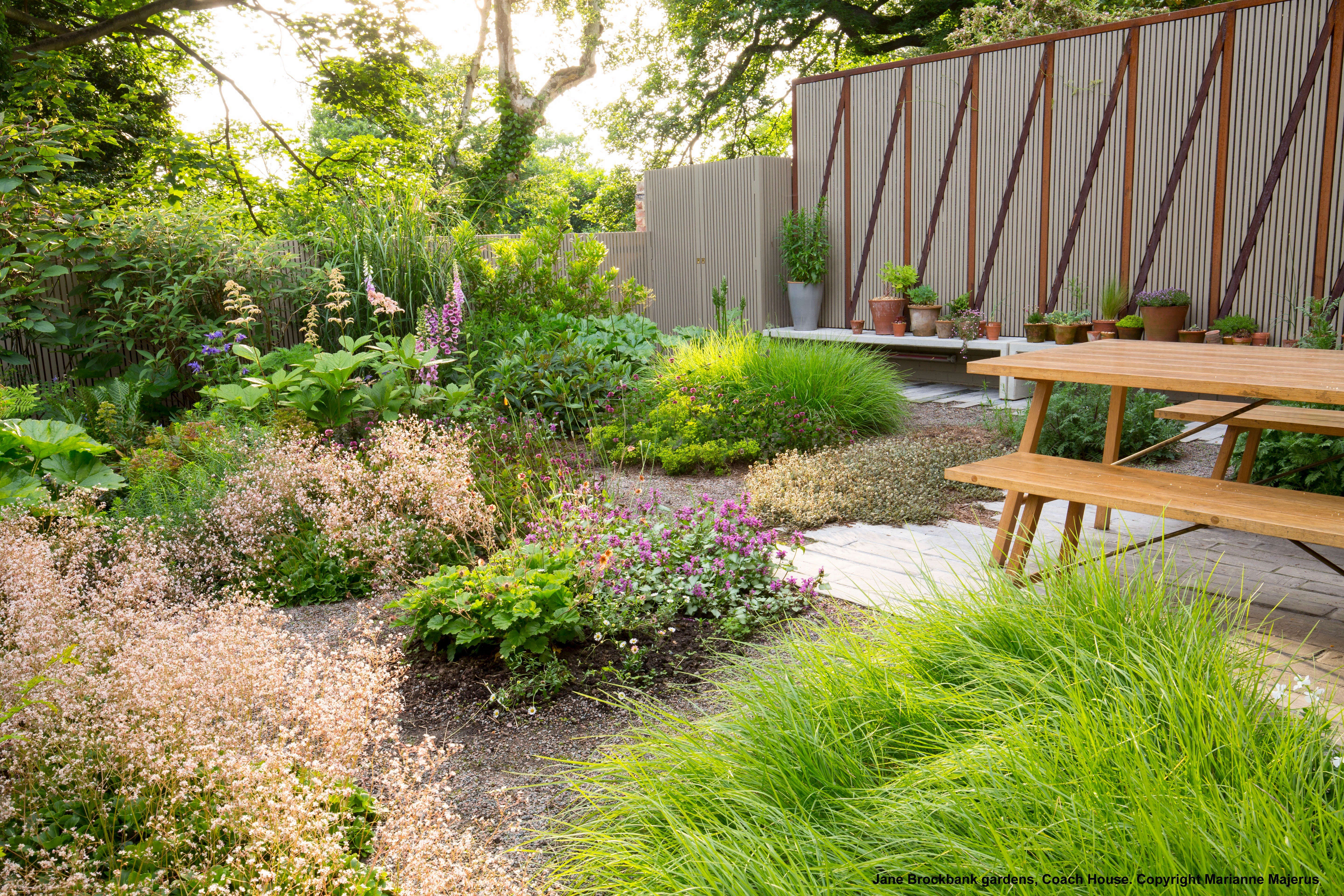9 Ideas To Steal From Britainu0027s Up And Coming Garden Designers   Gardenista