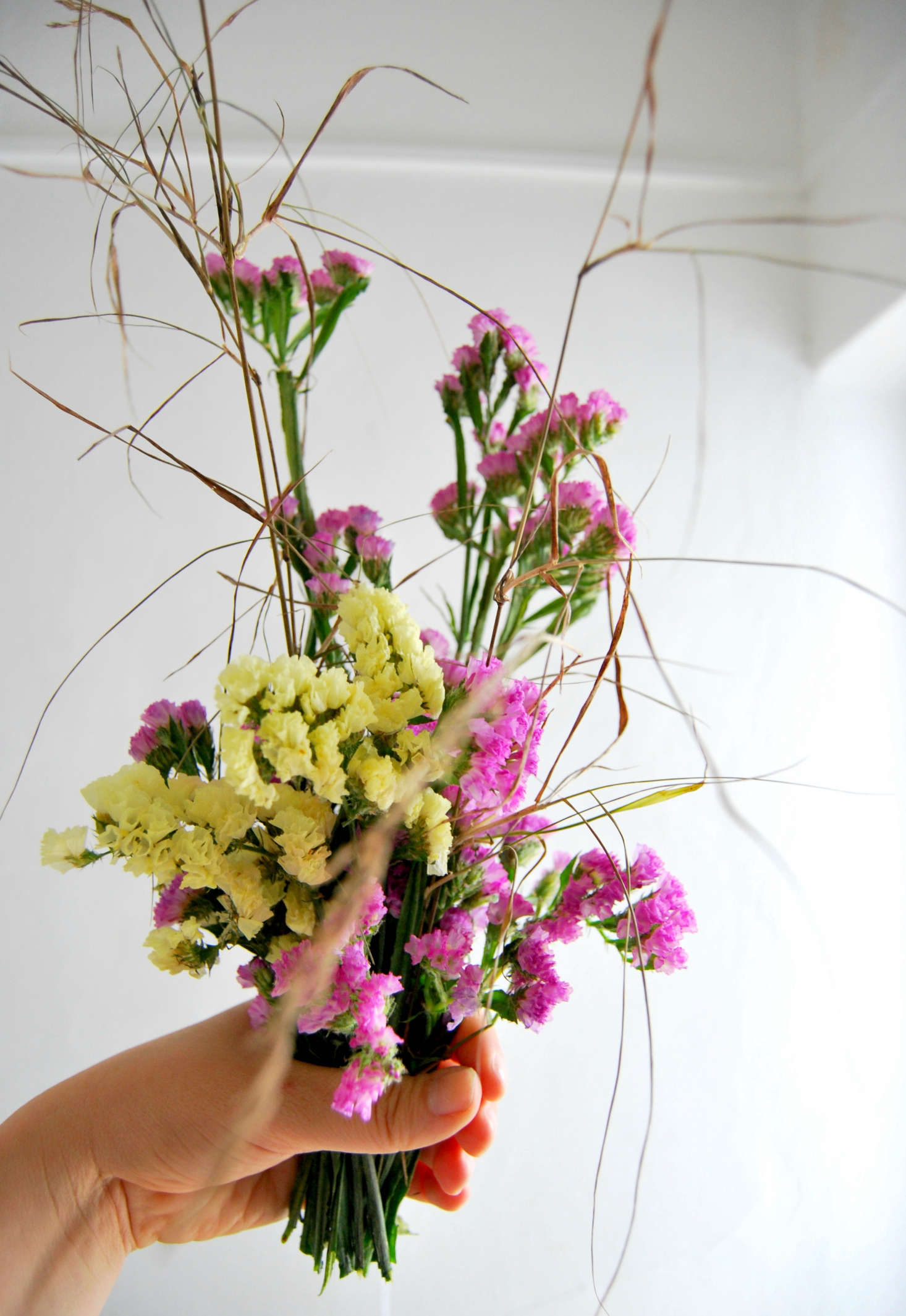 Rethinking statice a 1980s dried flower goes minimalist gardenista mix with dried grasses for extra movement and to add space to the bouquets izmirmasajfo