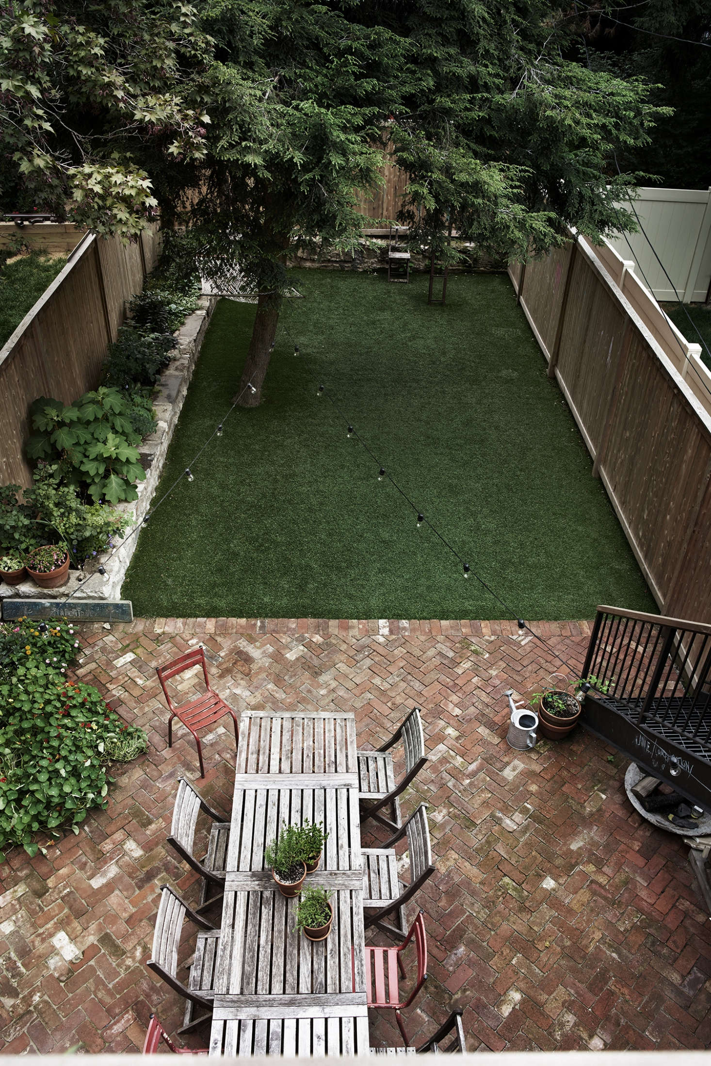 In Brooklyn Homeowner Rony Vardiu0027s Backyard Has A Lawn Of Artificial Turf.  U201cItu0027s The
