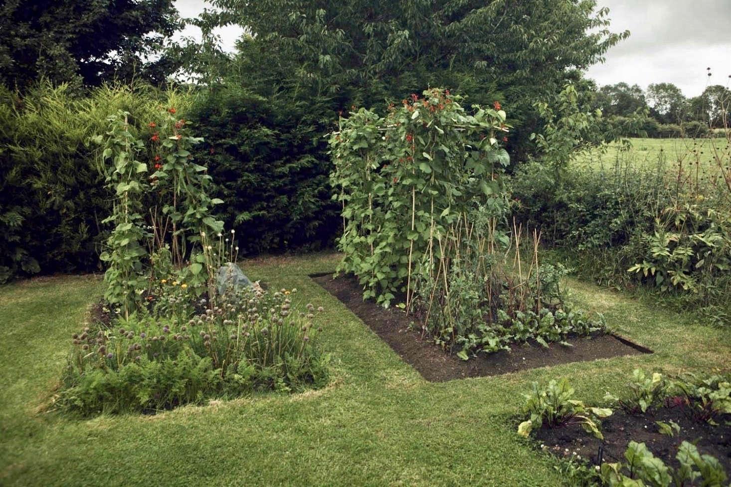 10 Ideas To Steal From Organic Gardens Around The World Gardenista